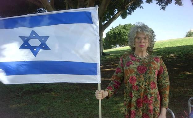 """דיירי התמ""""א חוגגים את יום העצמאות (תמונת AVI: mako)"""
