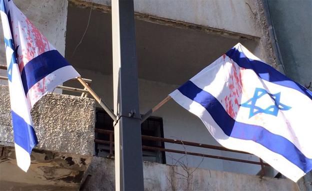 השחתת הדגלים ביפו (צילום: חטיבת הדוברות משטרת ישראל)