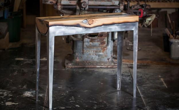 מעצבים עצמאות, הילה שמיע שולחן צר (צילום: אלעד ברמי)