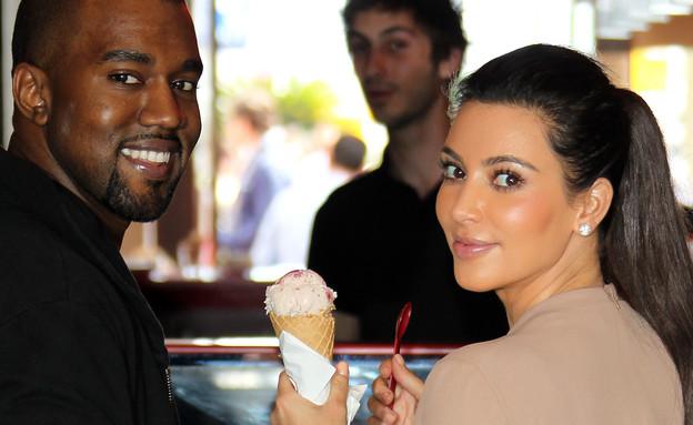 קים קרדשיאן וקניה ווסט אוכלים גלידה (צילום: Crystal / Splash News, Splash news)