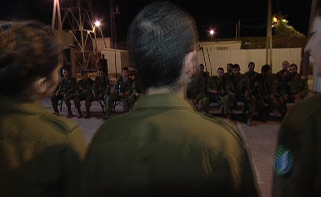מגיעים לכל החיילים. הלהקה בהופעה (צילום: חדשות 2)