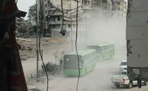 הפינוי באוטובוס החל (צילום: אל מדייאן)