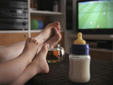 צופים בטלוויזיה