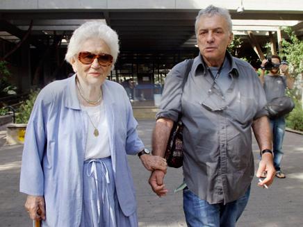 דיין יחד עם אמו רות