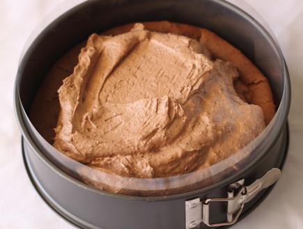 עוגת מוס שוקולד וחמאת בוטנים - בונים את השכבות
