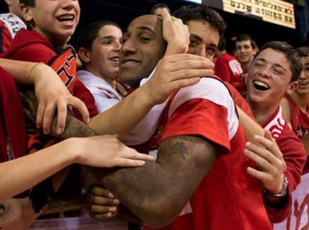 נצחון מחצי הגמר. רייט והאדומים (הפועל י-ם, האתר הרשמי) (צילום: ספורט 5)