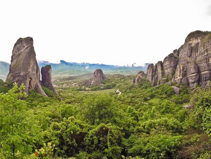 הנוף בעמק בדרך למטאורה - קורפו (צילום: דורון סרי, אשת טורס)