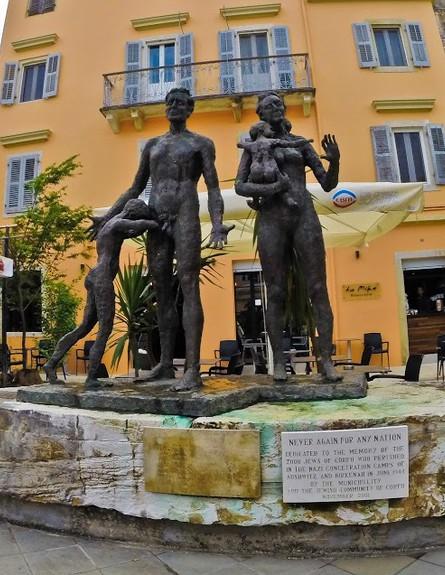 פסל לזכרון השואה - קורפו (צילום: דורון סרי, אשת טורס)