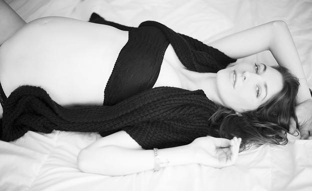 צילומי היריון של דוגמנית (צילום: נועה איזנשטט, מערכת מאקו הורים)