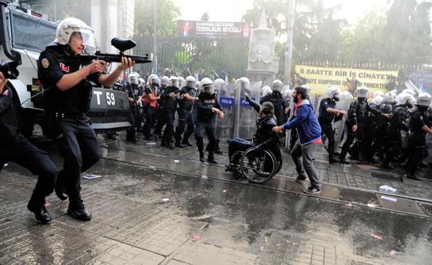 העימותים באיסטנבול (צילום: רויטרס)