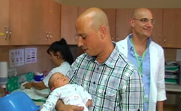 """""""אמאל'ה, אני אבא!"""" (צילום: חדשות 2)"""