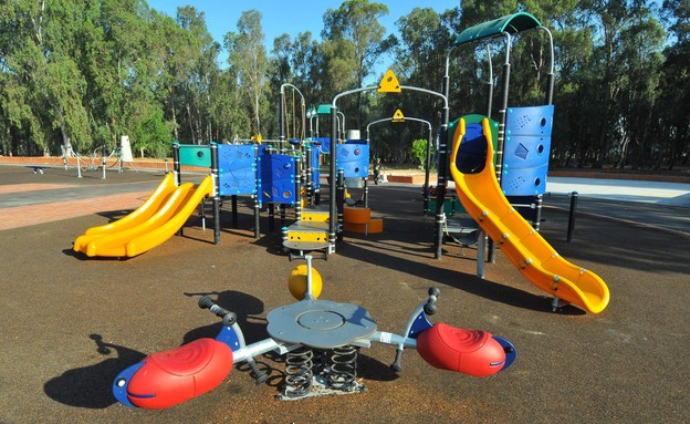 מתחם משחקים פארק לאומי רמת גן, ישראל מלובני 2005-2 (צילום:  ישראל מלובני)