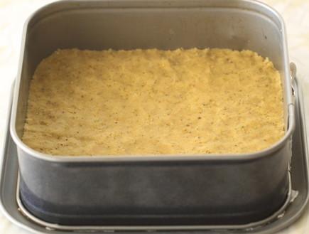 עוגת גבינה, שוקולד לבן ופיסטוק - שכבה ראשונה