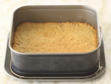 עוגת גבינה, שוקולד לבן ופיסטוק - שכבה ראשונה אפויה