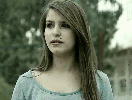 """נערה בקליפ של איתי לוי """"מה עובר עלייך"""" (תמונת AVI: mako)"""