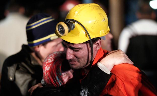 מאמצי החילוץ (צילום: AP)