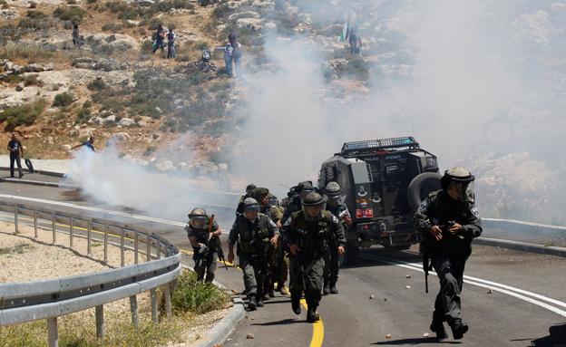 """מהומות יום הנכבה, כוחות מג""""ב, פלסטינים (צילום: חדשות 2)"""