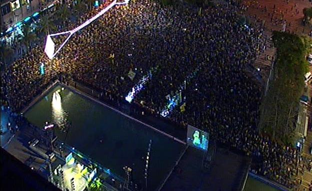 אוהדי מכבי בכיכר רבין (צילום: חדשות 2)