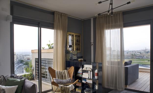 סורנה כפיר, סלון ומרפסת (צילום: גלית דויטש)
