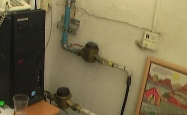 צינורות ביוב בתוך חדרי הטיפול (צילום: חדשות 2)