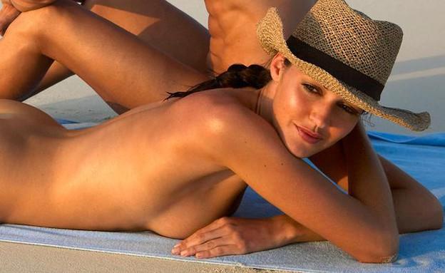 בחורה על החוף (צילום: chive)