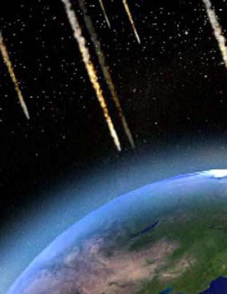 """השביט """"יעיף"""" חלקיקים לעבר כדור הארץ (צילום: חדשות 2)"""