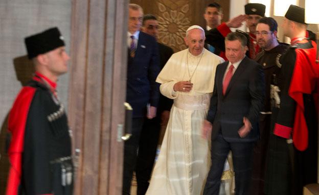 פרנציסקוס הגיע לרבת עמון (צילום: AP)