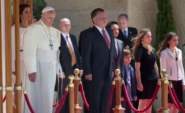 האפיפיור פתח את ביקורו במזרח התיכון (צילום: ap)