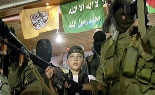 """""""עם הישראלים יהיה שלום רק עם רובה"""" (צילום: חדשות 2)"""