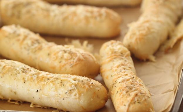 אצבעות שמרים במילוי גבינה, אורגנו ושום (צילום: חן שוקרון, אוכל טוב)
