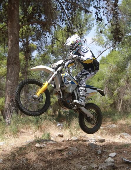 רז הימן על אופנוע
