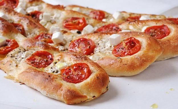 פוקצ'ת גבינה ועגבניות חגיגית (צילום: יוליה זובריצקי,  יחסי ציבור )