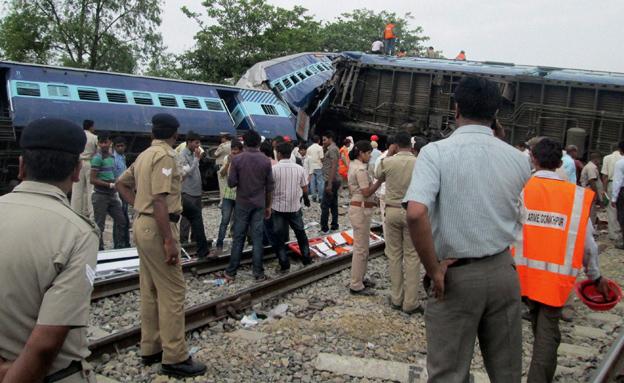 תאונת הרכבות בהודו (צילום: AP)