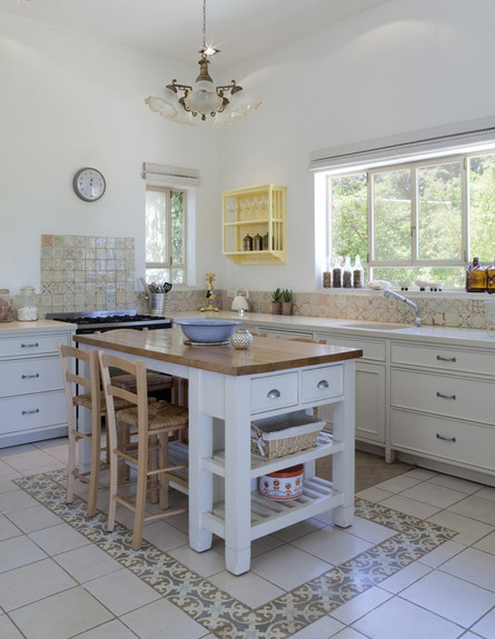 יעל עצמון, אי במטבח גובה (צילום: הגר דופלט)