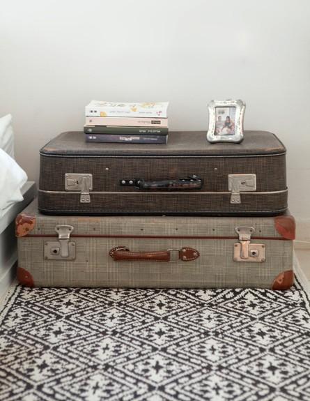 יעל עצמון, מזוודות גובה (צילום: הגר דופלט)