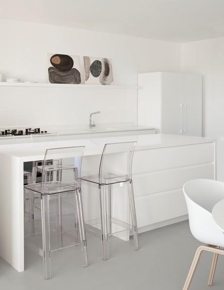 חדרים לבנים נתניה (צילום: עמית גירון)