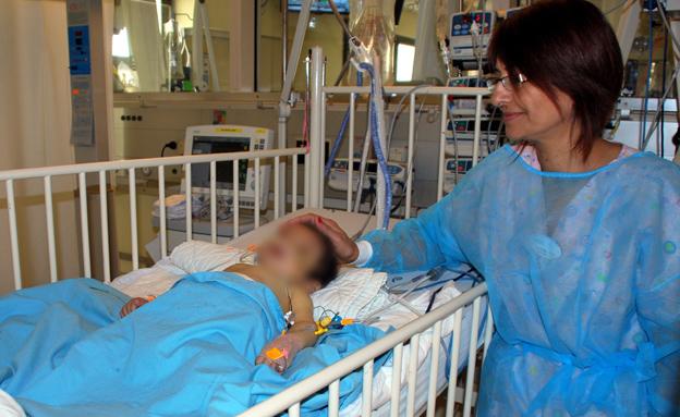 התינוק המושתל בבית החולים (צילום: דוברות מרכז שניידר)