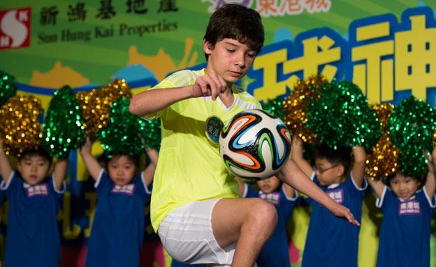 ילד ברזילאי בלי רגלים (צילום: חדשות 2)