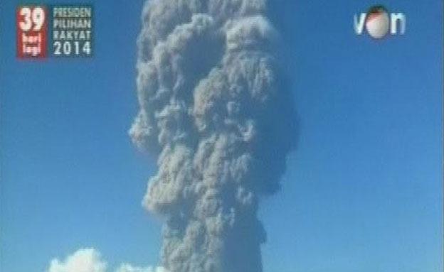 צפו בהתפרצות הגעשית באינדונזיה (צילום: רויטרס)
