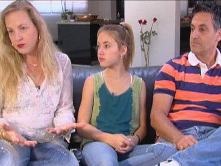 עדי עם ההורים הנאמנים למטרה