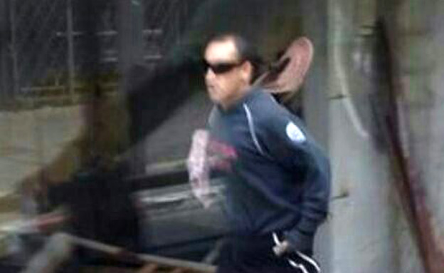 צפו: כך נראה השודד (צילום: חטיבת דובר המשטרה)