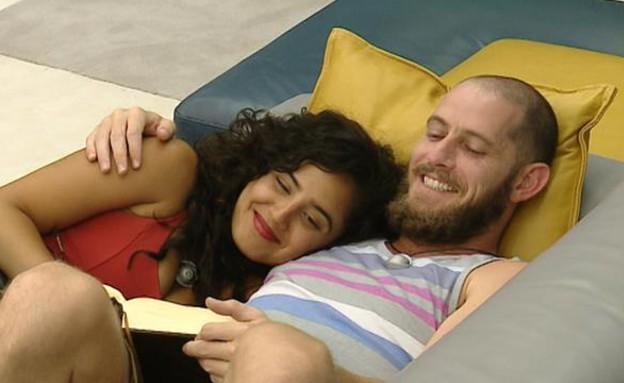 קארין ואלדד על הספה (תמונת AVI: mako)