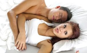 זוג עצוב במיטה (צילום: אימג'בנק / Thinkstock)