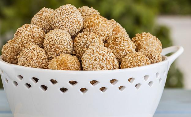 כדורי זיתים ושומשום (צילום: אסף אמברם, אוכל טוב)