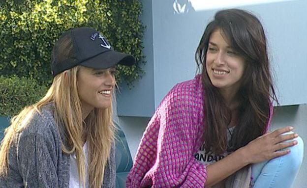 דנית ואנה בחצר (תמונת AVI: mako)