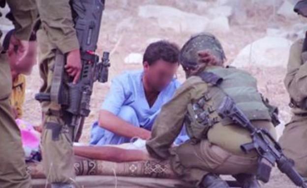 """טיפול בפצועים סורים (צילום: דובר צה""""ל)"""