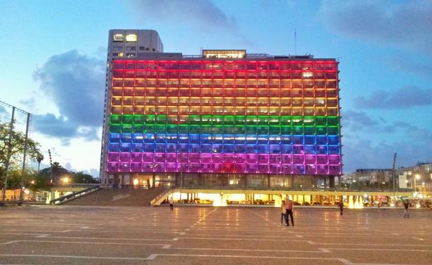 בניין עיריית תל אביב בדגל הגאווה