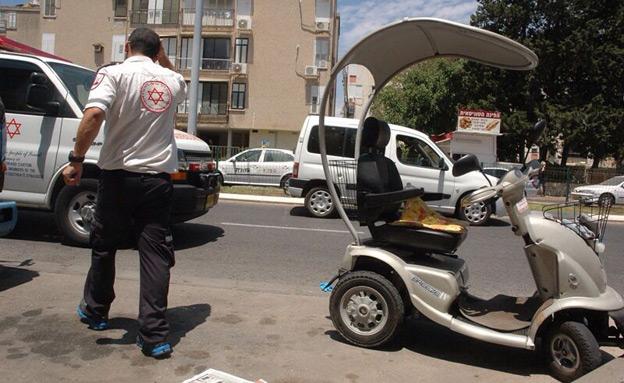 זירת התאונה בעכו (צילום: רפעת עכר)