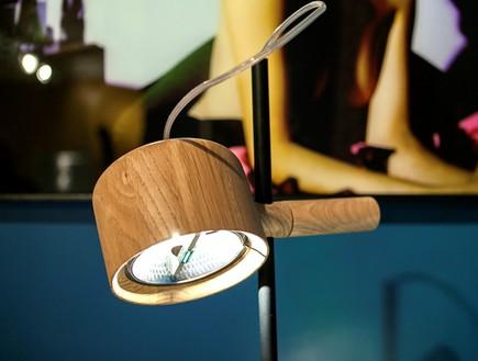 בשיפוץ גילי אונגר מנורת שולחן (צילום: שירן כרמל)
