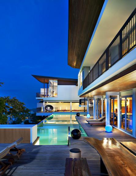 מלון אדריכלים, קוסמוי